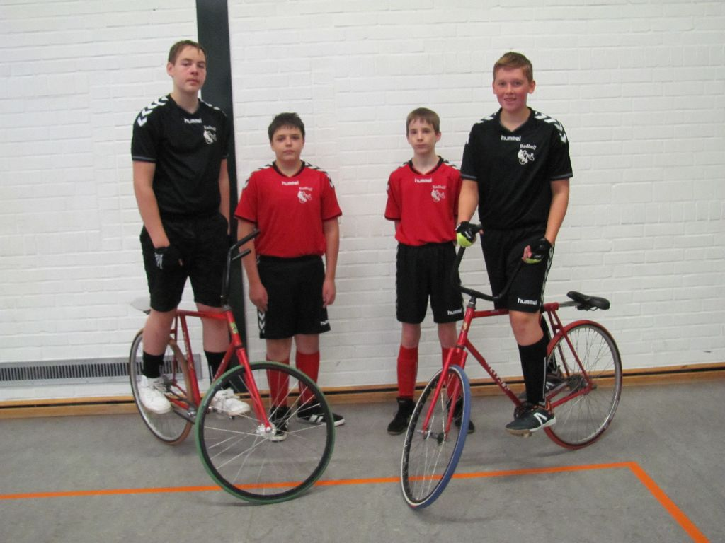 Saisonstart der U17 Radballer in der Festhalle